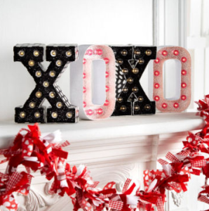michaels-xoxo-letter-box-signs